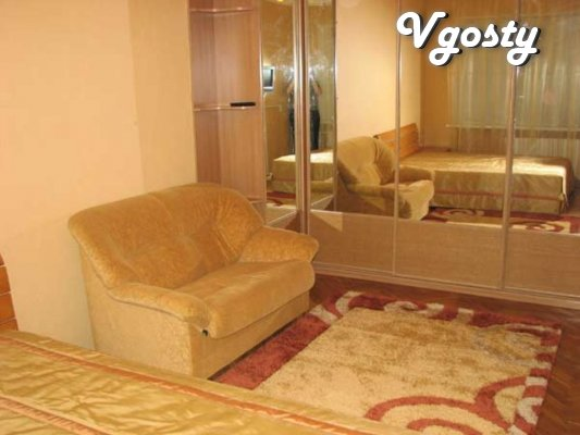 Spacious treshka near GlobalUA - Apartments for daily rent from owners - Vgosty