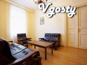 Простора, затишна квартира в центрі - Квартири подобово без посередників - Vgosty
