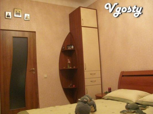 В САМОМУ ЦЕНТРІ МІСТА - Квартири подобово без посередників - Vgosty