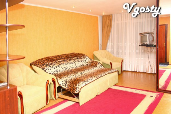 Camyytsentr_bolshaya2h spalnayaKrovat, WIFI, cable TV, taksiBESPLATNO - Apartments for daily rent from owners - Vgosty