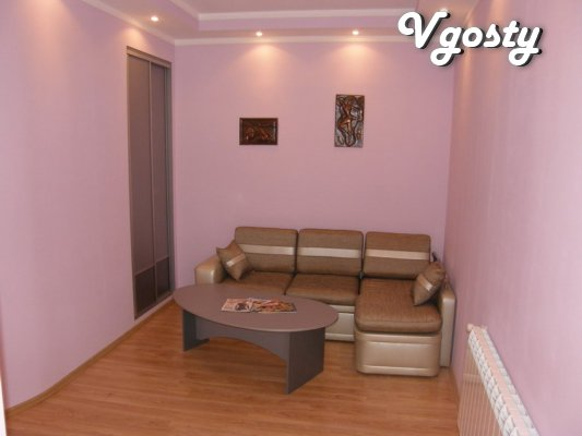 street. Kurbas A floor of 3 storey building. The house in the center. - Apartments for daily rent from owners - Vgosty