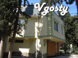In the center of Yalta, park 3rd floor of a three-story private house, - Apartments for daily rent from owners - Vgosty