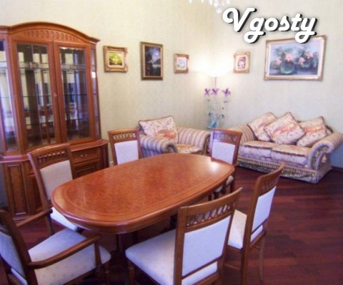 Roskoshnaya trehkomnatnaya apartment with kachestvennoy naturalnoy meb - Apartments for daily rent from owners - Vgosty