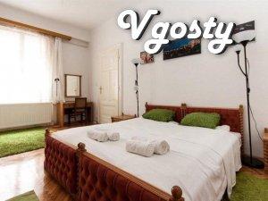 Белая с зелеными акцентами четырехкомнатная квартира - Квартири подобово без посередників - Vgosty