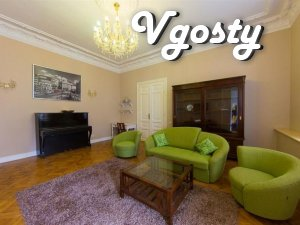 Stylnaya apartment with antykvarnoy mebelyu in the center - Apartments for daily rent from owners - Vgosty