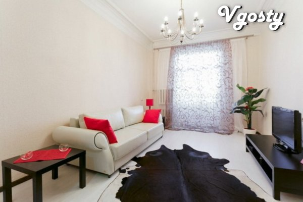 Compact dvuhkomnatnaya historically apartment in the city center. - Apartments for daily rent from owners - Vgosty