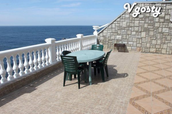 Housing 10 meters from the sea. Alupka. Comfortable rooms, low prices! - Apartments for daily rent from owners - Vgosty